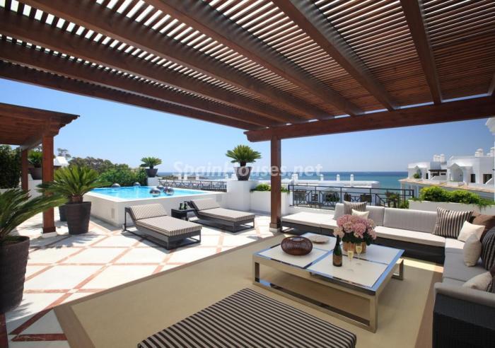 Porche de la casa en Estepona - Precioso apartamento de lujo en Estepona, Málaga