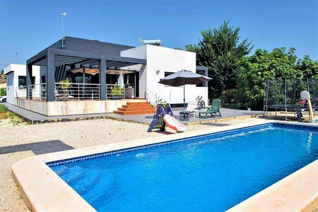 Portada 2 - Disfruta de los jardines, piscina y tranquilidad de esta casa individual en Alicante