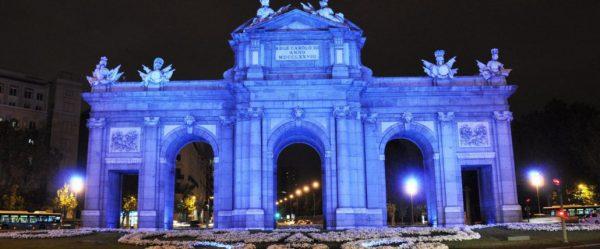 Puerta de Alcal Madrid. 1 de abril 1030x428 600x249 - Los edificios más emblemáticos de España se tiñen de azul en el Día Mundial del Autismo
