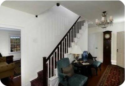 Renee Zellwegers CT house staircase - Renèe Zellweger vende su casa