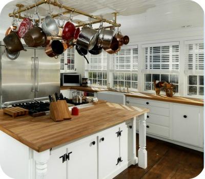 Renee Zellwegers Connecticut house kitchen 2 - Renèe Zellweger vende su casa