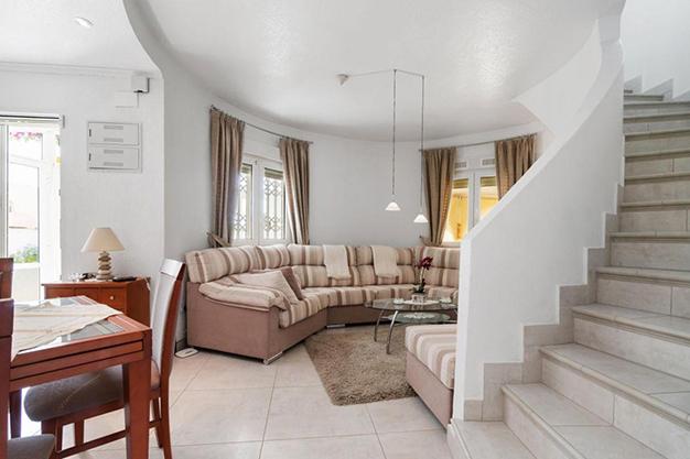 SALA COMEDOR - Disfruta todo el año del buen clima con esta exclusiva villa en Alicante
