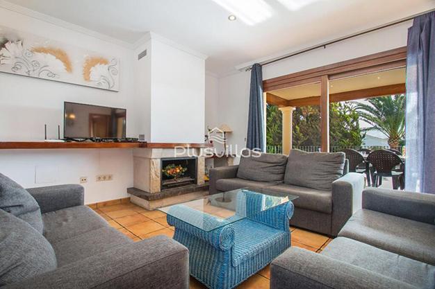 SALON CALPE - Encuentra tu nuevo hogar en este chalet de lujo en Alicante