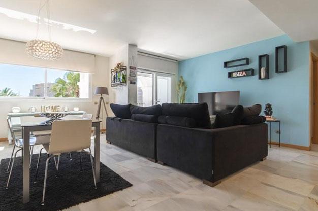 SALON COMEDOR IBIZA 1 - No te podrás resistir a este apartamento en venta en Ibiza: bien situado y con terraza y piscina