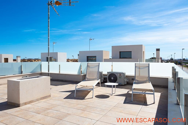 SOLARIUM ALICANTE - Esta villa con piscina en Alicante a estrenar te espera para comenzar una nueva vida