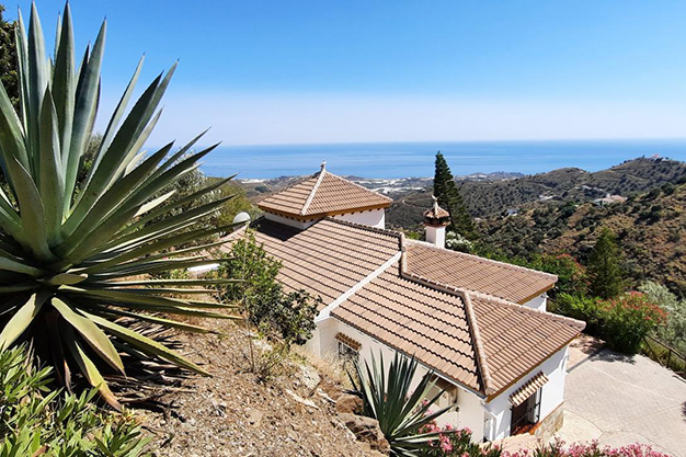 TERRENO SAYALONGA - Despierta cada día con vistas al mar y la montaña en esta villa de campo en Málaga