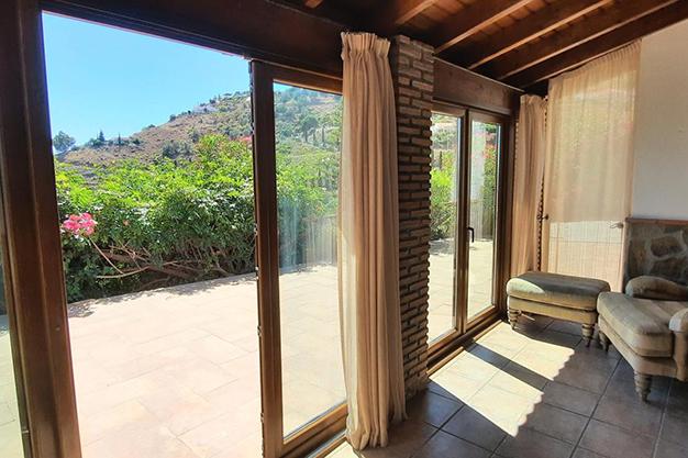 VENTANALES SAYALONGA - Despierta cada día con vistas al mar y la montaña en esta villa de campo en Málaga