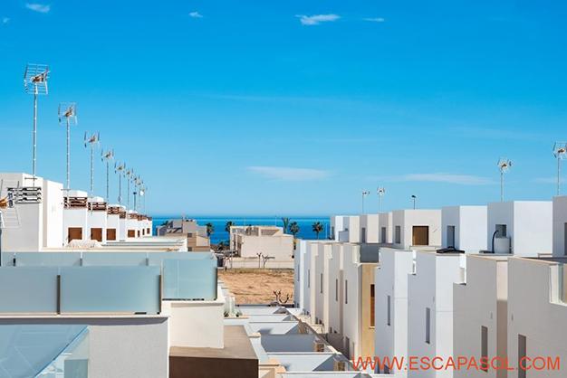 VISTAS ALICANTE - Esta villa con piscina en Alicante a estrenar te espera para comenzar una nueva vida