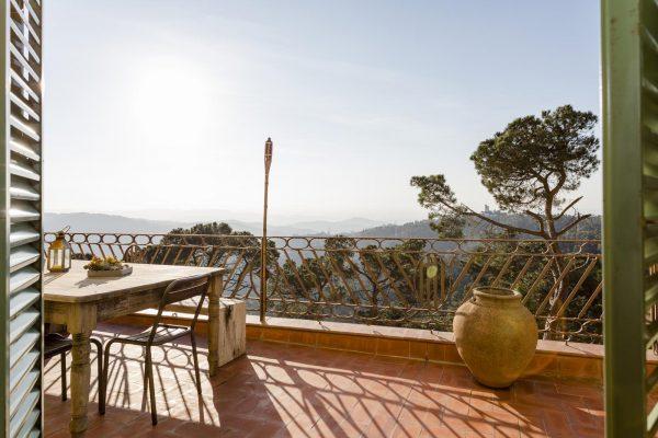 VISTAS TERRAZA 600x400 - Acogedora casa en lo más alto de las montañas de Barcelona