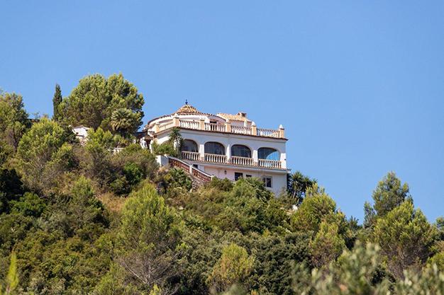 VIVIENDA COMPLETA - Descubre esta increíble villa de lujo en Valencia, con arquitectura inspirada en Gaudí y 100% ecológica
