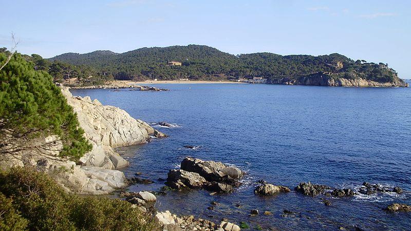Vista platja de Castell Camí de ronda Palamós a les Cales Cala Estreta Costa Brava   panoramio 1 - Pueblos con encanto de la Costa Brava