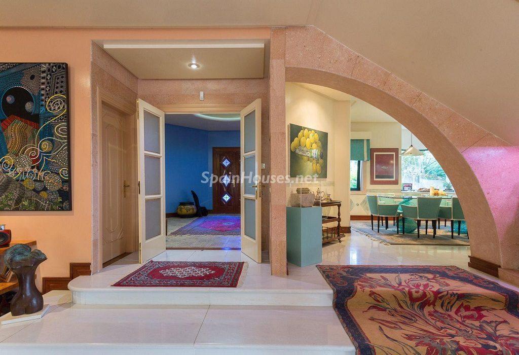 accesocomedor 1024x700 - Lujosa serenidad clásica en una espectacular casa en Las Palmas de Gran Canaria