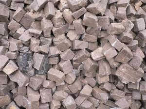 adoquines 300x225 - Materiales de construcción hechos con residuos industriales