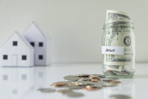 ahorrar dinero para la casa 1421 565 600x400 - Sube el precio de la vivienda en plena cuesta de enero