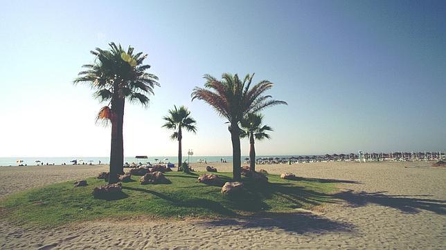 alamos torremolinos - 6 playas en la Costa del Sol para una escapada de vacaciones en Semana Santa