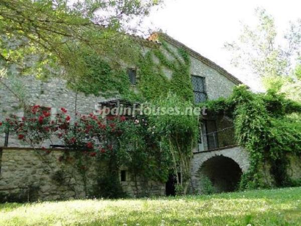 albanya girona - 22 fantásticas casas de piedra, masías catalanas y villas mallorquinas para enamorar
