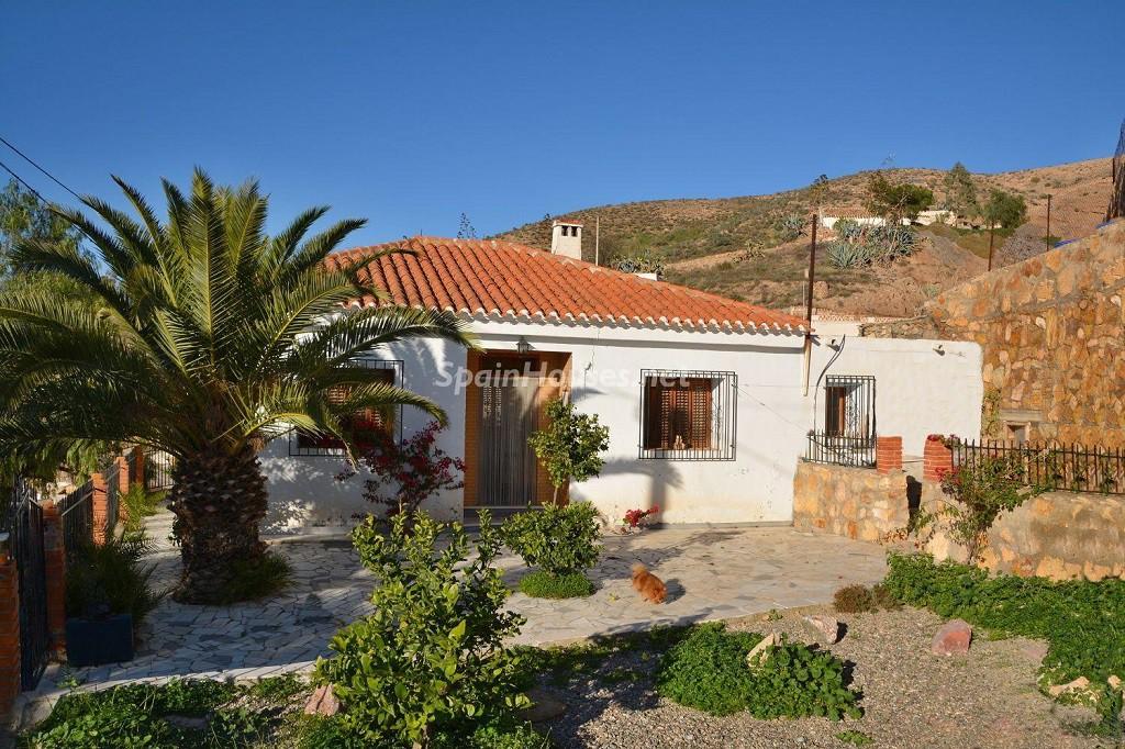 albox almeria 1024x682 - A la caza de gangas en Almería: 14 casas y pisos por menos de 96.000 euros en Mojácar, Níjar...