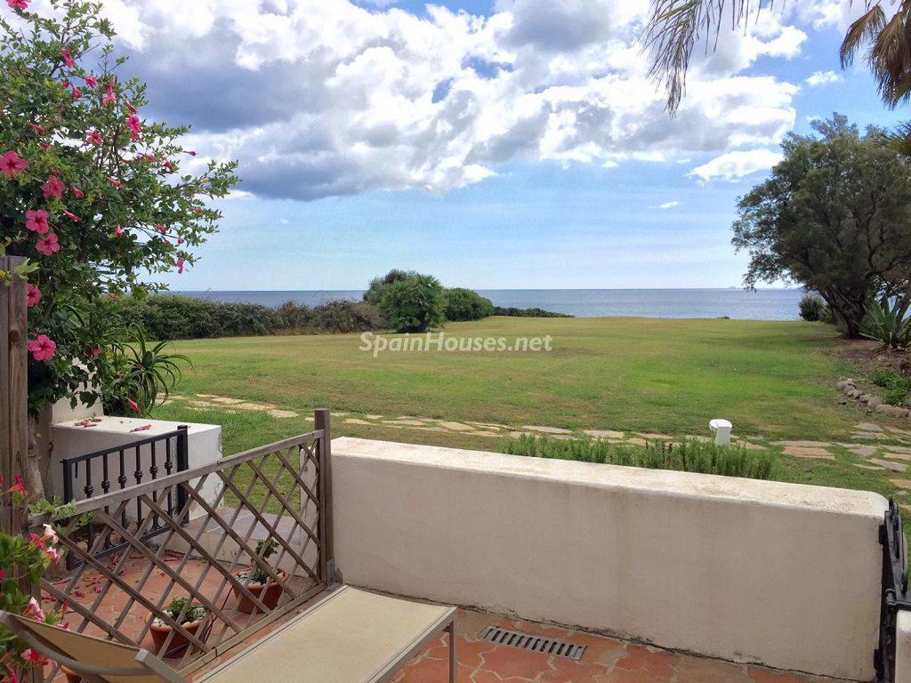 alcaidesa cadiz 4 1024x768 - Primera línea de playa: 12 pisos y apartamentos en alquiler para vivir junto al mar
