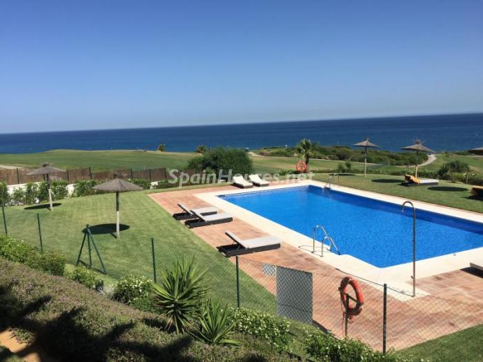 alcaidesa costadelaluz - Vacaciones de verano: 11 apartamentos en alquiler económicos para disfrutar en la playa