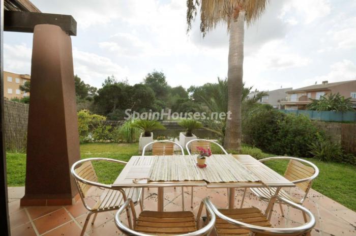 alcudia baleares - 17 preciosas casas con rincones de encanto y sol para disfrutar los últimos días del otoño