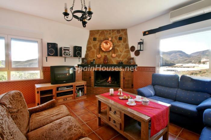 alhamadealmeria almeria - 16 fantásticas casas con chimenea y rincones de calidez para los últimos días del invierno