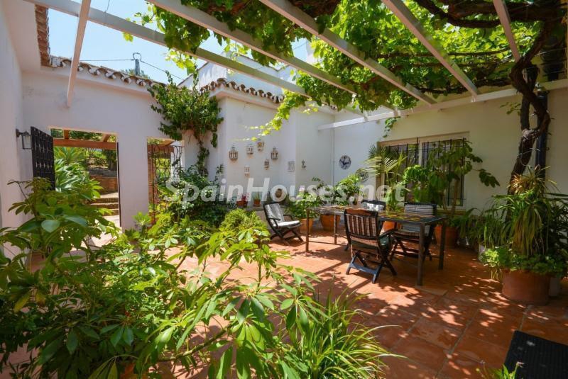 alhaurinelgrande malaga 1 - Patios y rincones con sabor mediterráneo: espacios de luz y primavera