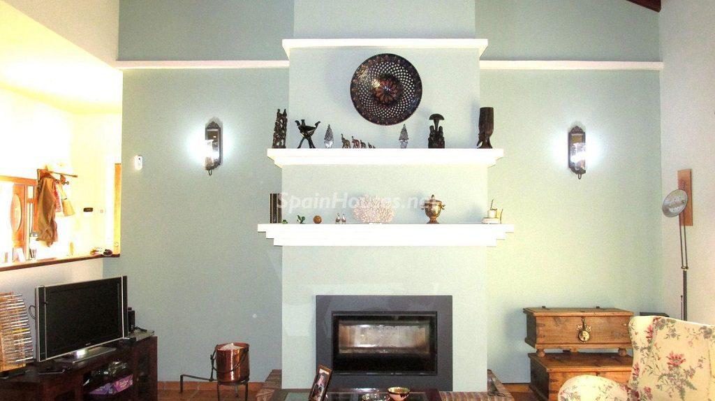 alhaurinelgrande malaga 1024x574 - Calidez y chimeneas en 17 salones perfectos para disfrutar del invierno