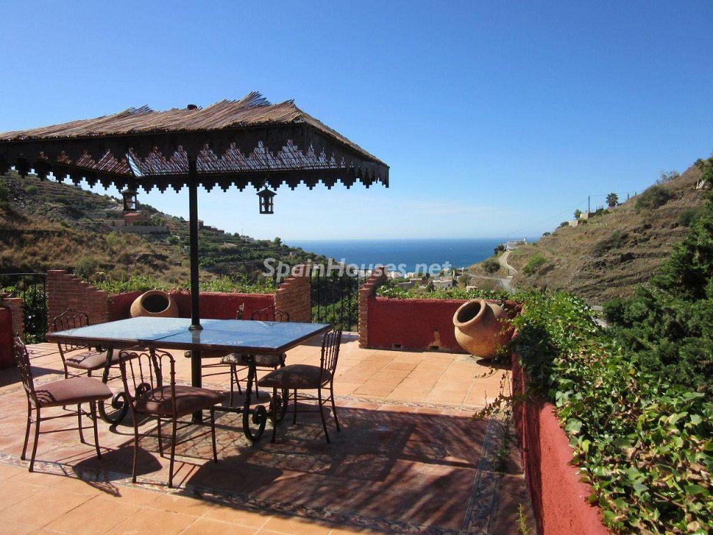 almuñecar granada 2 1024x768 - Esperando el sol del otoño en 12 preciosos porches y terrazas con vistas al mar