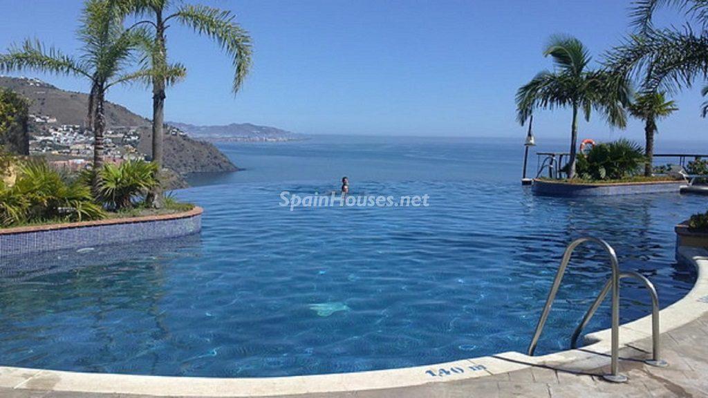 almuñecar granada 3 1024x576 - 23 viviendas de vacaciones perfectas para Semana Santa: playa, mar y naturaleza
