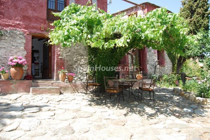 alpujarradelasierra granada - 20 preciosas casas para disfrutar de la primavera con bonitos rincones en el jardín