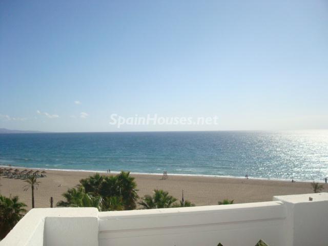 alquiler puertobanus - Sueños de verano: 14 espectaculares terrazas que miran al mar