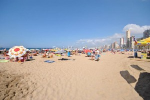 alquiler vacaciones3 300x201 - El verano sale caro a los rezagados: alquiler en la playa, de media 595 euros/semana