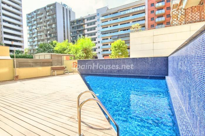 apartamento barcelona 1 - Sugerencias refrescantes para el verano: 19 pisos con piscina en la ciudad o junto al mar