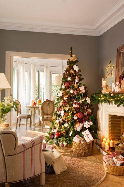 arbol de navidad en salon gris 418551 02199ed3 800x1200 400x600 - Inspírate con estos árboles de Navidad y decora tu árbol perfecto