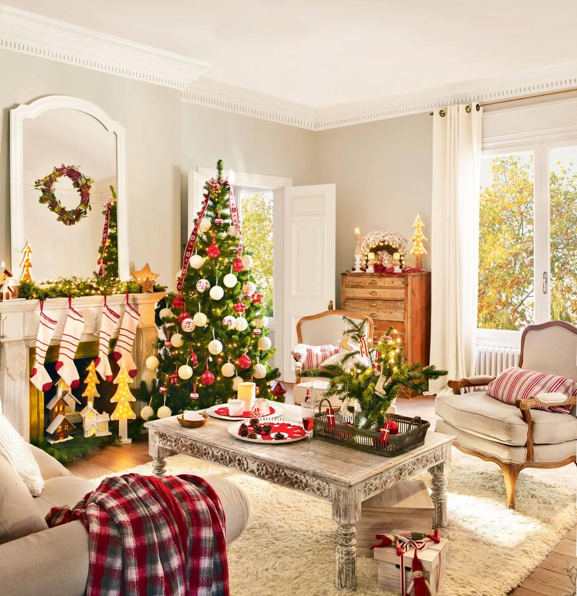 arbol de navidad junto chimenea con calcetines 394990 73b7af3d 1162x1200 1 - Estilos decorativos navideños