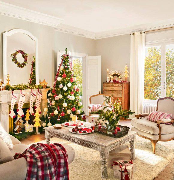 arbol de navidad junto chimenea con calcetines 394990 73b7af3d 1162x1200 581x600 - Inspírate con estos árboles de Navidad y decora tu árbol perfecto