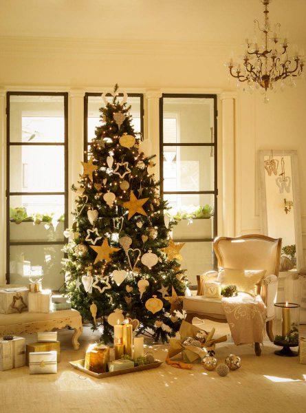 arbol navidad en salon 354087 o 61f40ca1 890x1200 445x600 - Inspírate con estos árboles de Navidad y decora tu árbol perfecto