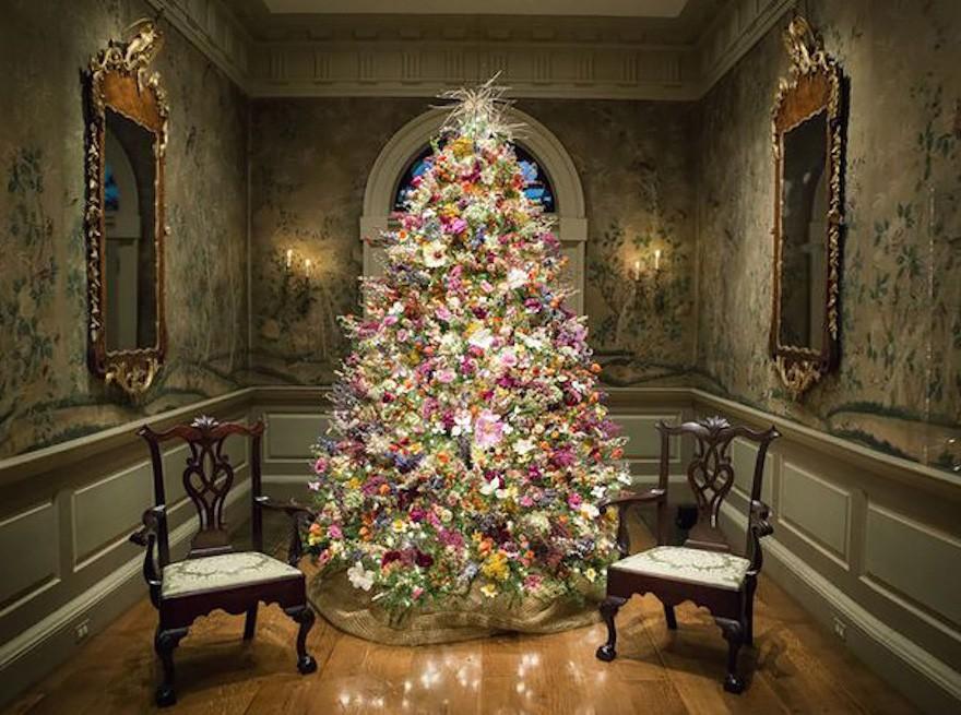 arbolnavidadflores - Decorar el árbol de navidad con flores: un ambiente fresco con un resultado espectacular