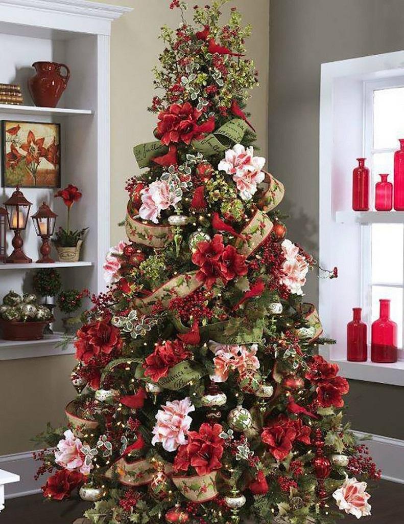 arbolnavidadflores3 - Decorar el árbol de navidad con flores: un ambiente fresco con un resultado espectacular