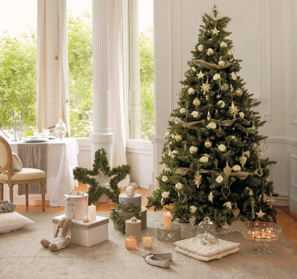 arbolnavidadflores4 - Decorar el árbol de navidad con flores: un ambiente fresco con un resultado espectacular