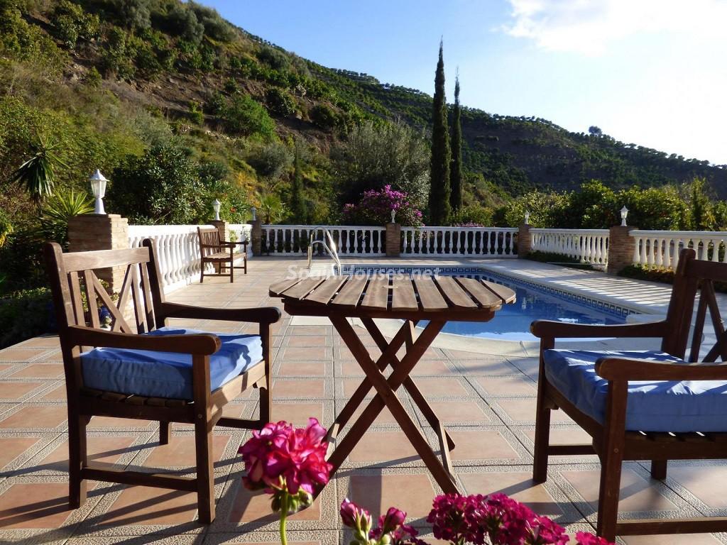 arenas malaga 1024x768 - 20 preciosas casas para disfrutar de la primavera con bonitos rincones en el jardín