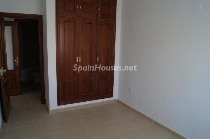 armarios empotrados - Oportunidad de la semana: Excelente piso nuevo en Cádiz por sólo 81.500 €