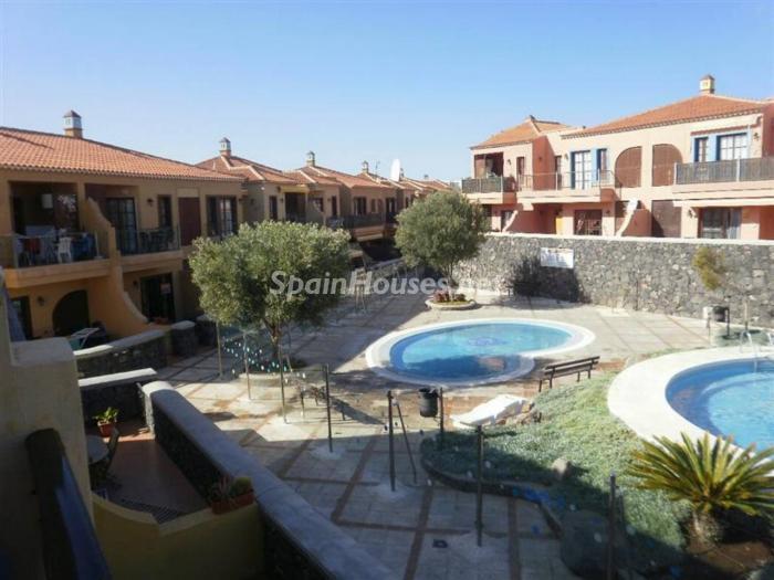 arona tenerife 1 - 15 bonitos pisos de 3 dormitorios con jardines y piscina por menos de 150.000 euros