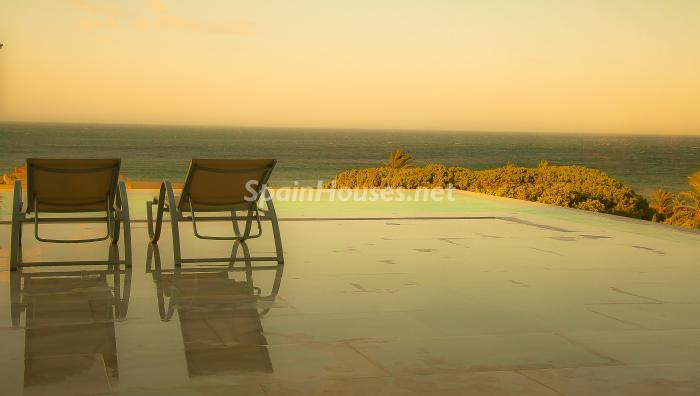 atardecer piscina - Naturaleza y mar en una fantástica villa en Zahara de los Atunes (Costa de la Luz, Cádiz)
