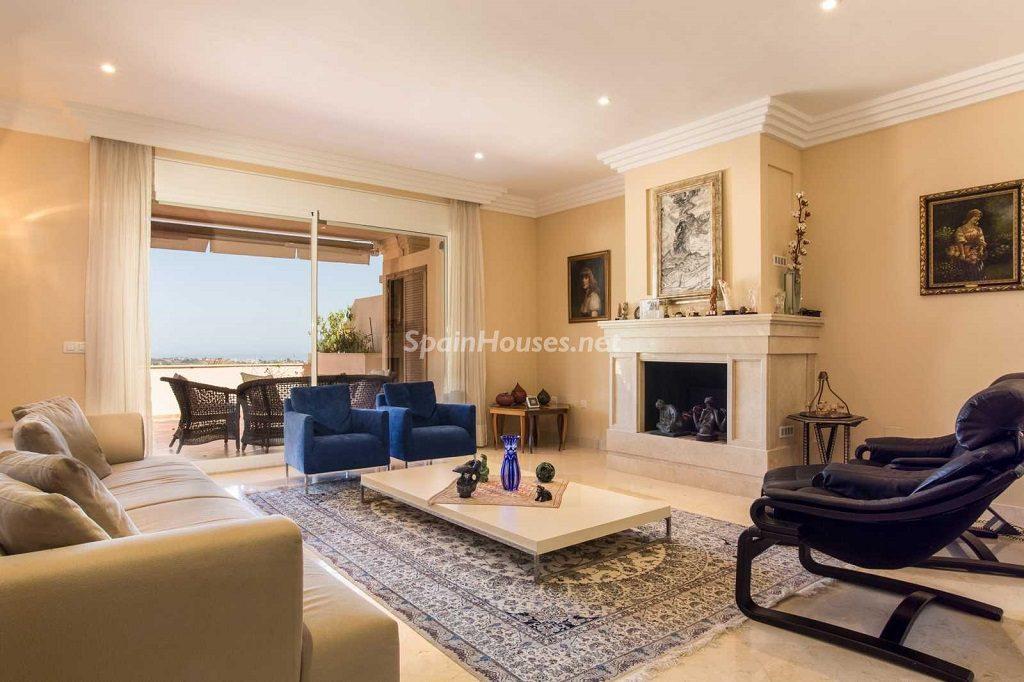 atico nuevaandalucia malaga 1024x682 - Calidez y chimeneas en 17 salones perfectos para disfrutar del invierno