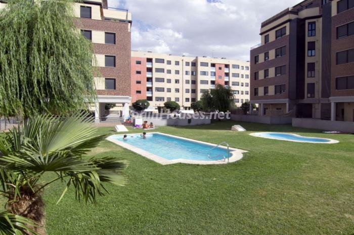 avila castillayleon - Sugerencias refrescantes para el verano: 19 pisos con piscina en la ciudad o junto al mar