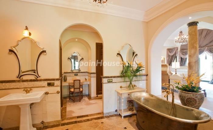 baño 15 - Espectacular villa llena de romanticismo, elegancia y lujo en Benahavís (Costa del Sol)