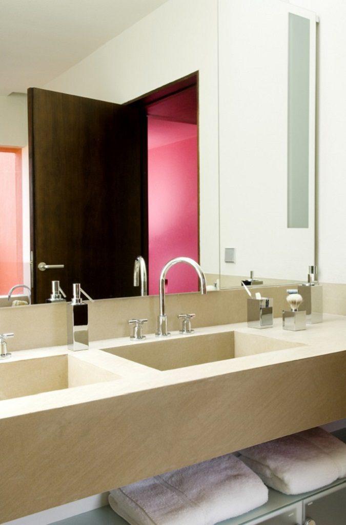 baño 28 675x1024 - Inspiración, color y elegancia en una preciosa casa en Sotogrande (Costa de la Luz, Cádiz)
