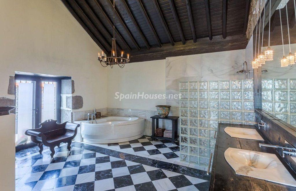 baño 29 1024x663 - Elegante y sereno toque otoñal en una bonita casa en Tafira, Las Palmas de Gran Canaria