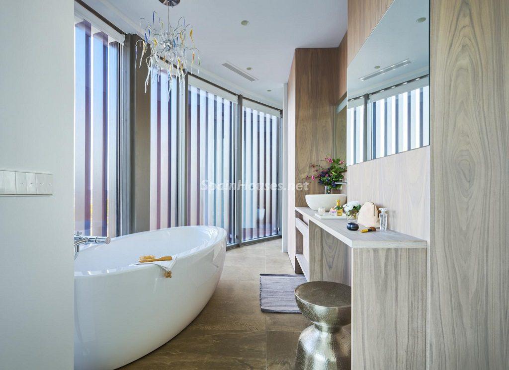 baño 32 1024x745 - Diseño contemporáneo a estrenar en una fantástica villa en Finestrat (Costa Blanca, Alicante)